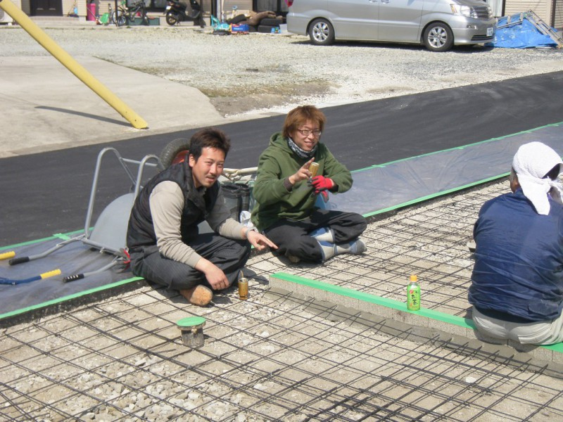 駐車場の土間コンクリートの打設|竜門園