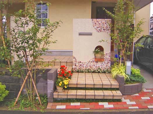 仙台市泉区 I 様邸 プロヴァンス風門柱とバラ香る庭_1|竜門園