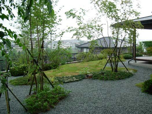 仙台市 I 様邸 芝生の築山と砂利敷きの庭|竜門園
