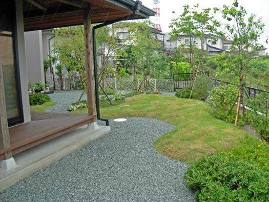 仙台市 I 様邸 芝生の築山と砂利敷きの庭_2|竜門園