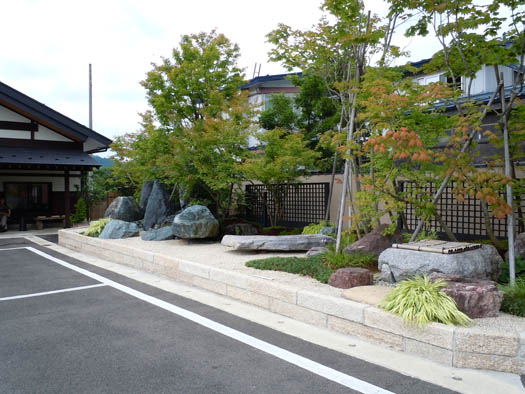 秋田県湯沢市 稲庭うどん 「佐藤養助・総本店」|竜門園