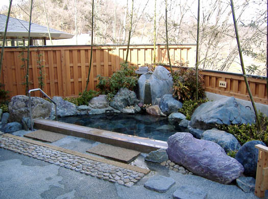 宮城県大河原町 「もちぶた館」露天風呂|竜門園